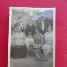Postales: POSTAL FAMILIA UNIDA. RECUERDO DEL TIBIDABO. BARCELONA. PP. S. XX.. Lote 179334786