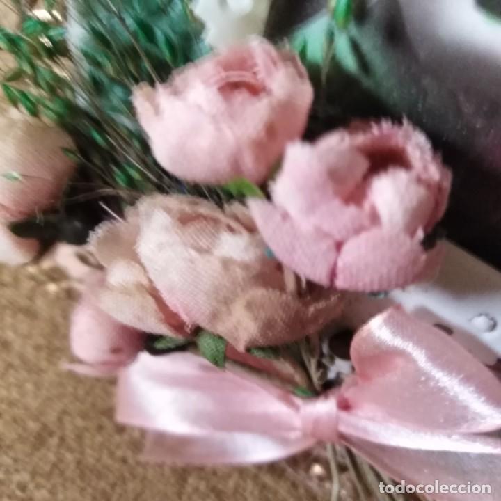 Postales: Antigua postal modernista, troquelada, escena romántica, con flores superpuestas. años 20 - Foto 3 - 188740391