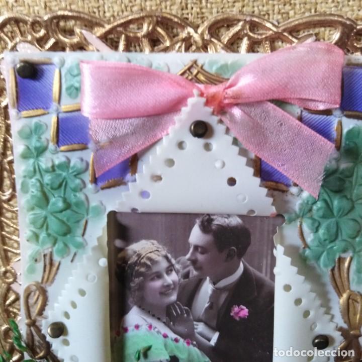 Postales: Antigua postal modernista, troquelada, escena romántica, con flores superpuestas. años 20 - Foto 4 - 188740391