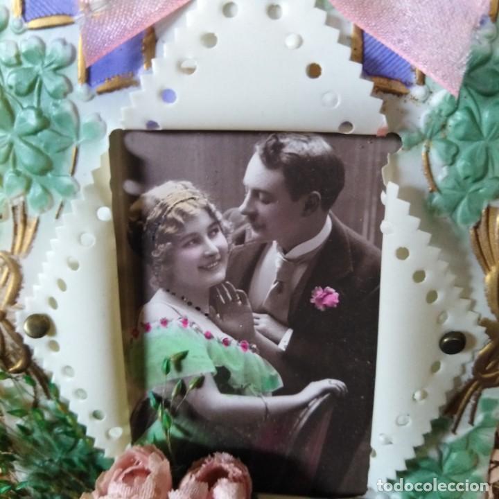 Postales: Antigua postal modernista, troquelada, escena romántica, con flores superpuestas. años 20 - Foto 5 - 188740391