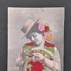 Postales: BONITA TARJETA POSTAL ARTISTICA ESPAÑOLA. DAMA CON TRAJE COSIDO. EL CIGARRILLO AMPARO GUILLEN. Lote 194694123
