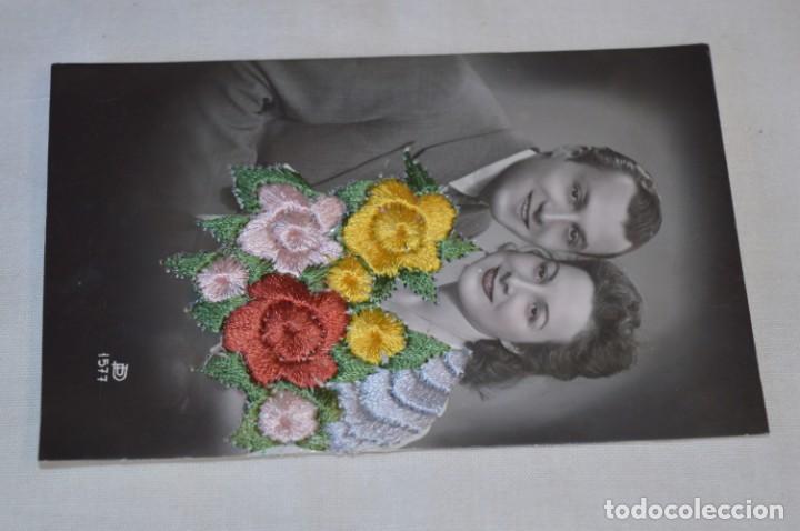 Postales: Antigua POSTAL BORDADAS EN HILO - RAMO de FLORES - Circulada - Original -- ¡Mira! - Foto 2 - 198610886