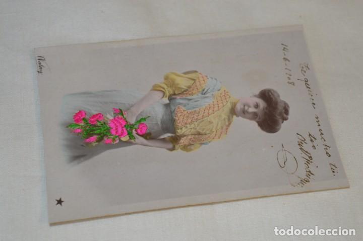 Postales: Antigua POSTAL de 1.908 / BORDADAS EN HILO - RAMO de FLORES - Circulada - Original -- ¡Mira! - Foto 2 - 198611020