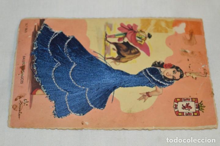Postales: 3 Antiguas POSTALES / / BORDADAS EN HILO - Trajes típicos - CIRCULADAS - Originales ¡Mira! - Foto 2 - 198612857
