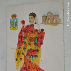Postales: ANTIGUA / BORDADA EN HILO Y PURPURINA - TRAJES TÍPICOS MADRID - CIRCULADA - ORIGINAL ¡MIRA!. Lote 198635143