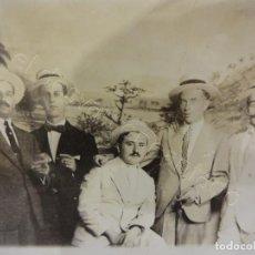 Postales: CABALLEROS DE VIAJE A CUBA. POSTAL FOTOGRÁFICA DE RECUERDO CON DECORADO. APROX. 1912. Lote 222132472