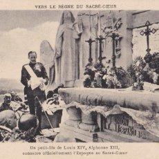 Postales: MONARQUIA. EL REY ALFONSO XIII EN EL SAGRADO CORAZON. POSTAL FRANCESA ESCRITA. Lote 228500640