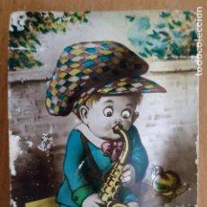 Postales: T - NIÑO TOCANDO EL SAXOFÓN - MECANISMO CON PITO FUNCIONANDO - A.W.H.. Lote 230164120