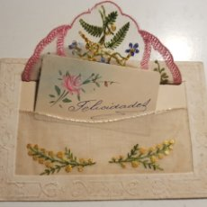 Postales: POSTAL BORDADA EN SOBRE Y TARJETA FELICITACION PINTADA A MANO. Lote 232340640