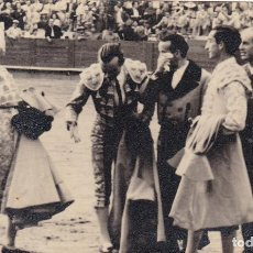 Postales: MATADOR DE TOROS, TORERO MANOLETE Y SU CUADRILLA. FOTO GONSANHI BARCELONA. Lote 234725250