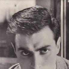 Postales: POSTAL FOTOGRAFICA DEL ACTOR DE CINE : ANTONIO CIFARIELLO EN VACACIONES EN ITALIA. Lote 253899720