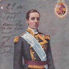 Postais: MONARQUIA, EL REY ALFONSO XIII. POSTAL INGLESA CIRCULADA EN1908. Lote 274421938