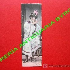 Postales: TARJETA POSTAL ANTIGUA. MUJER VESTIDA CON ROPA DE LA ÉPOCA. (PRINCIPIOS DEL SIGLO XX) 14 X 4,5 CM. Lote 18753076