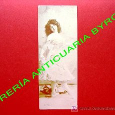 Postales: TARJETA POSTAL ANTIGUA. MUJER VESTIDA CON ROPA DE LA ÉPOCA. 16 X 6 CM. Lote 18753282