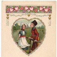 Postales: TARJETA POSTAL DÍA SAN VALENTIN, PAREJA ENAMORADOS EN UN CORAZÓN, PRINCIPIOS DEL SIGLO XX 1900S . Lote 31216172