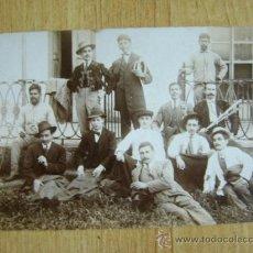 Postales: POSTAL ANTIGUA SIN CIRCULAR, CON FOTOGRAFÍA DE 12 HOMBRES . Lote 39306138