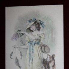 Cartes Postales: ANTIGUA POSTAL ESTILO MODERNISTA. MUJER CON PERRO. M.M. VIENNE. NR. 379. SIN CIRCULAR. Lote 47772313