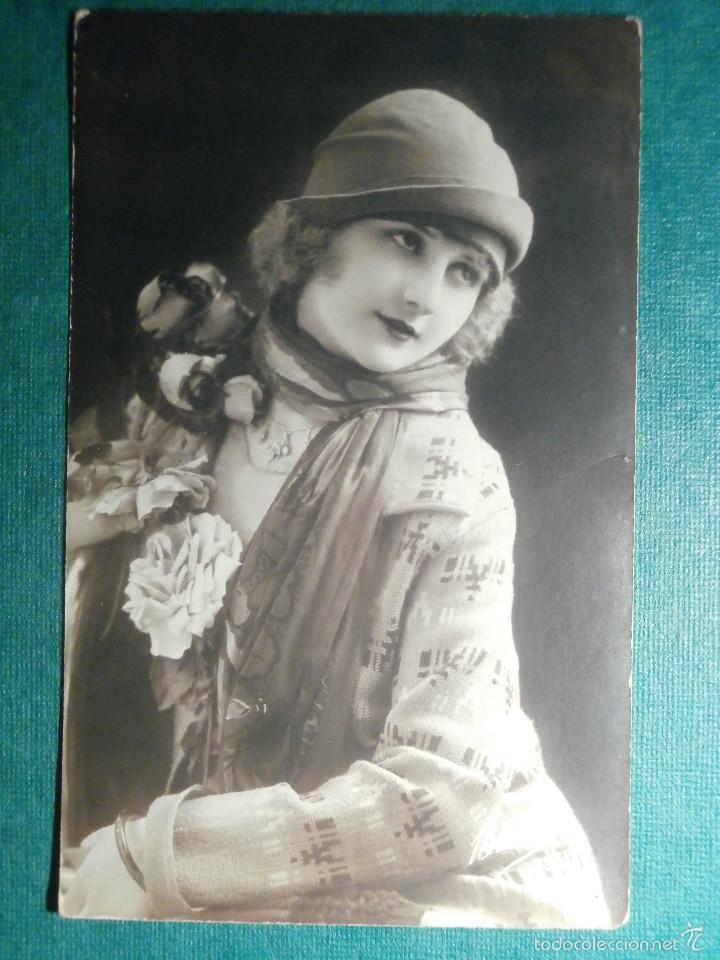 POSTAL - MUJER - PRINCIPIOS DE 1900 - FABRICACIÓN FRANCESA - SIN CIRCULAR (Postales - Postales Temáticas - Estilo)