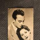 Postales: POSTAL AÑOS CUARENTA JOVENES ENAMORADOS (H.1940?). Lote 112774754