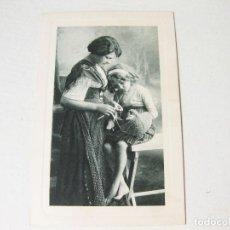 Postales: POSTAL GRABADA O LITOGRÁFICA DE UNA MUJER CON NIÑA CIRCULADA EN 1909 - SERIE Nº 2413. Lote 121576847