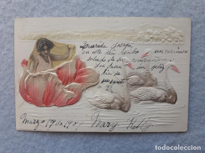 POSTAL EN RELIEVE NIÑA CON FLORES Y CISNES. ESCRITA EL 19 DE MARZO DE 1907. (Postales - Postales Temáticas - Estilo)