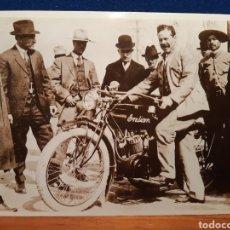 Postais: POSTAL FOTOGRÁFICA DE EL REVOLUCIONARIO PANCHO VILLA CON UNA MOTO INDIAN VER FOTOS. Lote 243891410