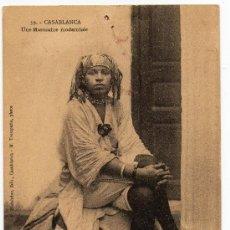 Postales: CASABLANCA, MARRUECOS, UNA MARROQUI MODERNA, RARISIMA POSTAL. Lote 31941544