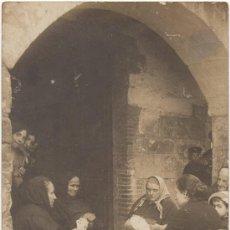 Postales: GRUPO DE MUJERES JUGANDO A LAS BARAJAS. (C.1915).. Lote 33323908