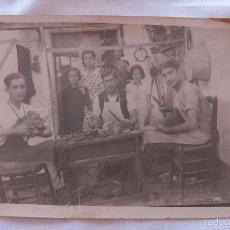 Postales: FOTO POSTAL ANTIGUA ZAPATERO ZAPATERIA. Lote 60454471