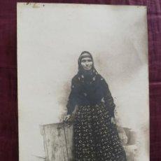 Postales: FOTO POSTAL MUJER TIPO REGIONAL FIRMA RECORTADA POSIBLEMENTE- AÑOS 1900/20. Lote 148569022