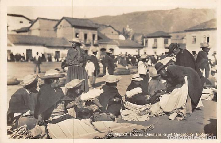 ECUADOR.- HILANDERAS QUECHUAS EN EL MERCADO DE RIOBAMBA (Postales - Postales Temáticas - Étnicas)