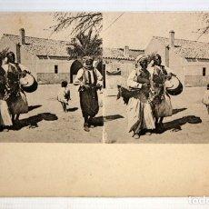 Postales: ANTIGUA POSTAL ESTEREOSCOPICA - MUSICOS DE UNA TRIBU AFRICANA. SIN CIRCULAR. Lote 173181747
