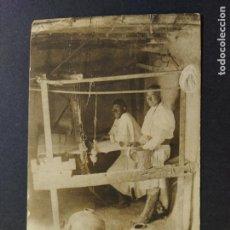 Postales: TIPOS Y COSTUMBRES RIFEÑAS-TEJEDORES MOROS-HAUSER Y MENET-POSTAL ANTIGUA-(65.255). Lote 185747886