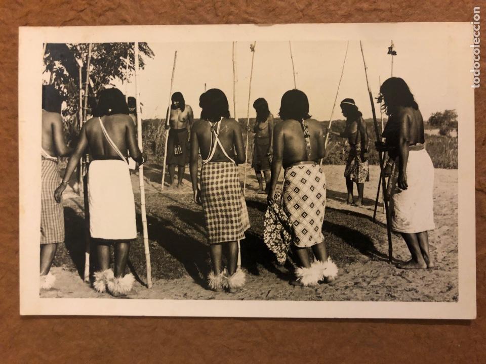 TRIBU INDIOS AUTÉNTICOS (PARAGUAY). ANTIGUA POSTAL CIRCULADA. FOTO: CLAUS HENNING. (Postales - Postales Temáticas - Étnicas)