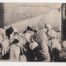 Postales: TANGER. MUJERES ÁRABES EN LA FUENTE.. Lote 195826333