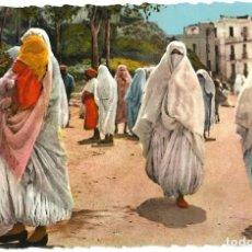 Postales: MOUKÉRES EN PROMENADE - ARGELIA - SCENES ET TYPES - TROQUELADA - 1961. Lote 205584926