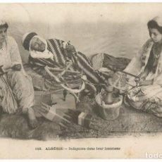Postales: INDIGENES DANS LEUR INTÉRIEUR - ARGELIA - SCENES ET TYPES -1925. Lote 205586637