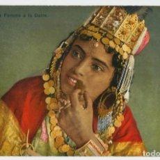 Postales: LA FEMME A LA DATTE - ARGELIA - SCENES ET TYPES - 1911. Lote 205595812