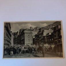 Postales: 1934 PORTO PORTUGAL CARROS CON BACAS DESFILE PLAZA RIBEIRA. Lote 210434850