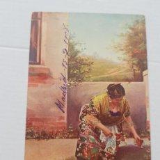 Postales: SEÑORA CON FLORES COSTUMBRISMO CIRCULADA Y FECHADA 1908 BUEN ESTADO A SANTIAGO. Lote 225170307