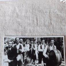 Postales: GAUTAS NA RUA 1950 LUGO GALICIA ETNOGRAFÍA ANTIGÜEDADES O ALMACÉN DO COLISEVM COLECCIONISMO. Lote 238734460