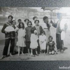 Postales: RARÍSIMA POSTAL FOTOGRÁFICA - EN LA PLAYA - REVERSO SOCIETE DES PRODUITS AS DE TREBLE. Lote 243678350