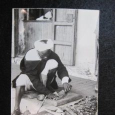 Postales: CORTADOR DE KIFI-LARACHE-FOTO GARCIA CORTES-1024-POSTAL ANTIGUA-(80.644). Lote 262942875