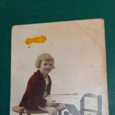 Postales: NIÑA MUÑECA POSTAL ANTIGUA 1922 SANTIAGO COLISEVM ANTIGÜEDADES ETNOGRAFÍA GALLEGA COLECCIONISMO. Lote 263935640