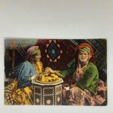 Cartoline: POSTAL ÉTNICA. UN INTERIEUR ARABE. LA KAOUA. CEREMONIA CAFÉ ARGELIA. FOTOTIPIA COLOREADA. HACIA 1910. Lote 270971873