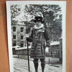 Postales: POSTAL ANTIGUA DE INGLATERRA. TOWER OFO LONDON. CHIEF YEOMAN WARDER.. Lote 27221648