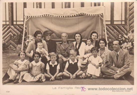 2980e623bd05d POSTAL ANTIGUA   LA FAMILIA REAL ITALIANA. ED DITTA E.RISI 1520 (Postales