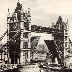 Postales: POST 65 - POSTAL CIRCULADA CON SELLOS: TOWER BRIDGE - VALENTINE & SONS - DUNDEE AND LONDON. Lote 15032276