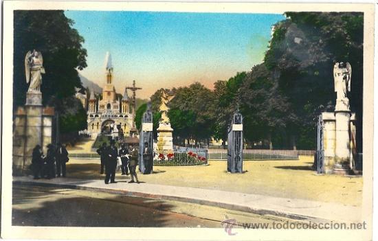 4250 - LOURDES.- ENTRÉE DE L'ESPLANADE - EDIT P. DOUCET - SIN CIRCULAR (Postales - Postales Extranjero - Europa)