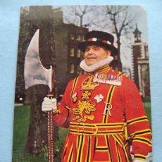 Postales: POSTAL DE INGLATERRA. AÑOS 60-70. GUARDIÁN DE LA TORRE DE LONDRES. YEOMAN. 749. . Lote 29824507